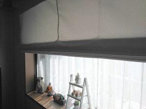 爽やかなボーダー柄のカーテンで明るい印象のお部屋に