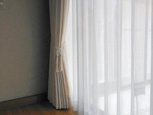質感で楽しむシックな無地のカーテンへの掛替え